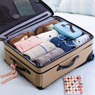 rollos-ropa-maleta-organizada
